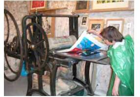 Travail sur une presse de l''atelier